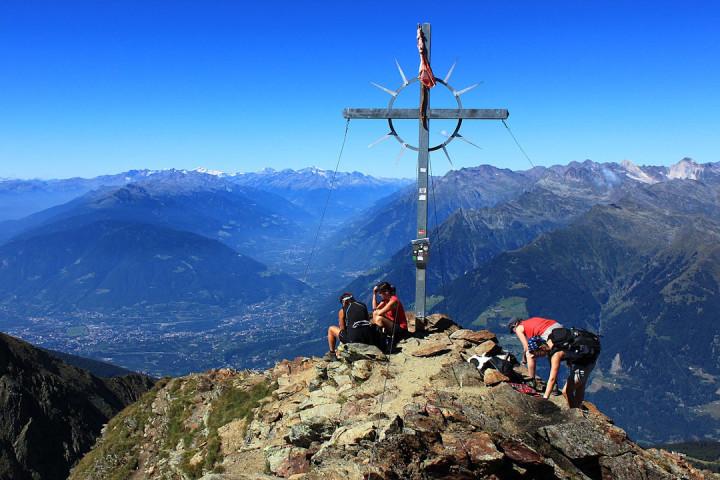 1200px-Der_Hirzer_Gipfel