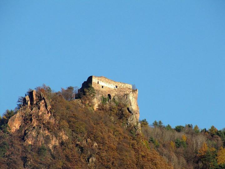 File source: http://commons.wikimedia.org/wiki/File:Greifenstein_gesehen_von_Siebeneich.jpg